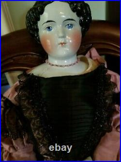 Antique doll. Grand size china head